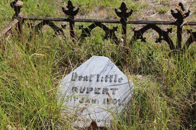 Gravestone-Dear-Little-Rupert-Beechworth-Victoria-Australia