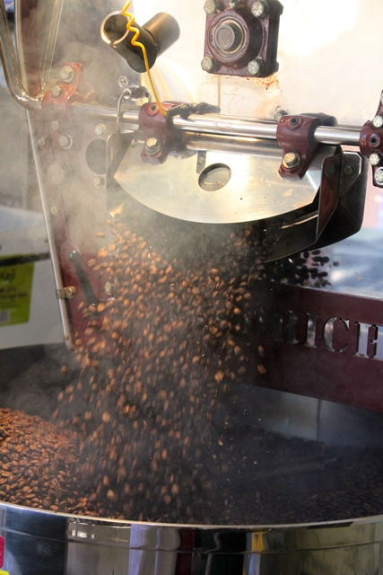 smaoke-and-roasted-coffee-beans-