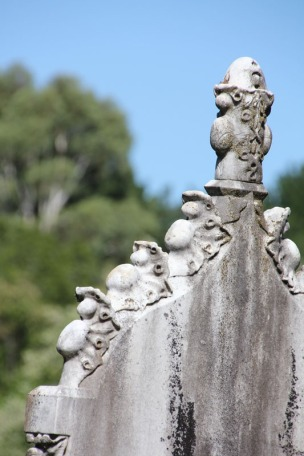 weathered-gravestone-beechworth-victoria-australia